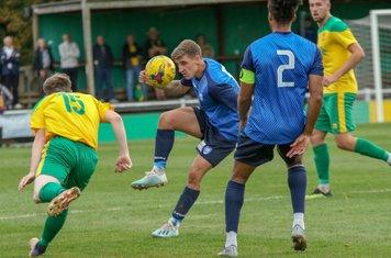 Luke Rowe heads clear