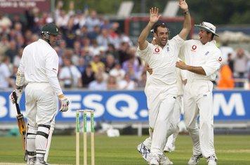 Richard Johnson celebrates taking the wicket of Heath Streak, England v Zimbabwe, second Test, day two, Durham, June 6, 2003