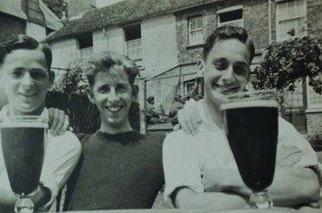 1940 - At the Pheonix pub - JD JM & DD