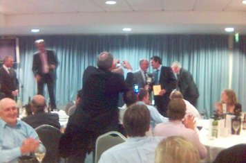 2007 Gareth Lewis picking up Div1 winners award at Sy championship dinner
