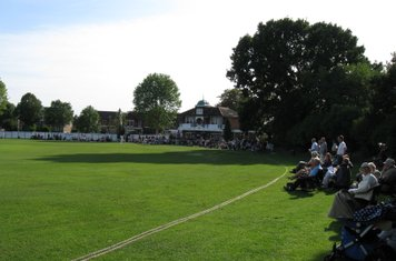 2008 Ev Std Final at Ealing- scc spectators in force