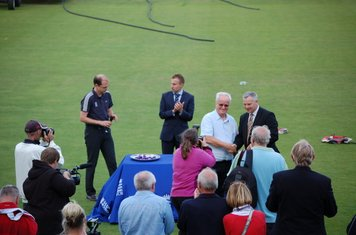 2014y Richard Barker collects his award