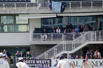 2014d Sunbury supporters in the pavilion