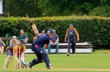 2014 T20g Adam London batting