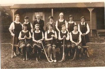 Back row l to r: Flo Dodsworth (Mrs Muddiman), Hannah Bradshaw (Nee Morgan), Sid Hefford (Umpire), Babs Griffiths, Alice Mason, Kath Haynes (Mrs Busby), May Miller Back row l to r: Phylis Judge, Winifred Bateman (Mrs Hollis), Lou Facer ( Mrs Barr), Doris