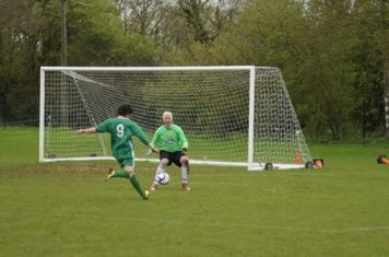 Keeper Marin Shepherd stands strong one on one with the Yarnton attacker
