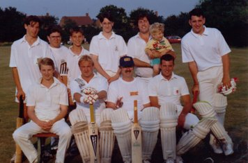 Back: ??, Keith Bantick, Dean Godden, Stuart Smith, Bob Mills (& George), Chris Groom. Front: Kev Fiddell, Craig Dellow, Slinky, John Sellwood