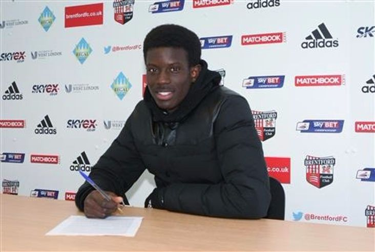 Herson Rodrigues Alves signing his first pro contract at Championship outfit Brentford