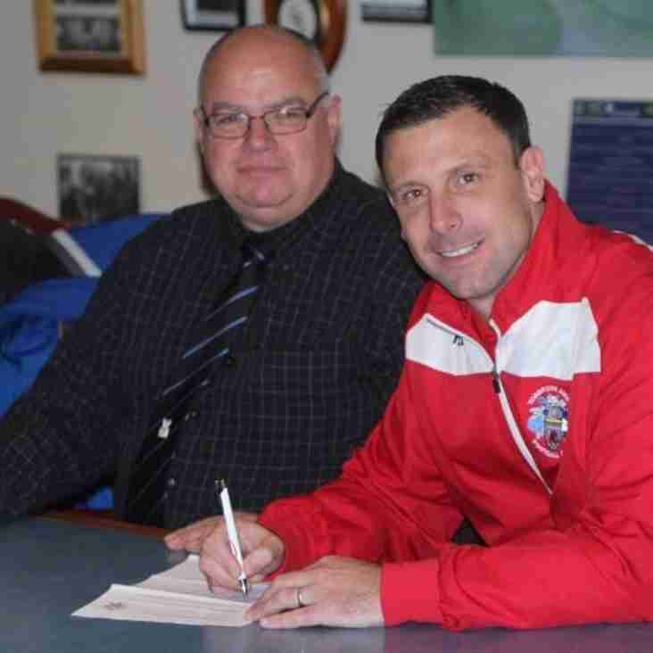 McKimm pens new deal