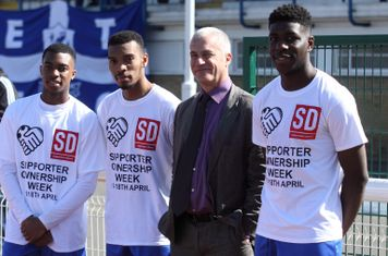 Enfield's Dernell Wynter (L),. Michael Kalu and Isaac Nkosi (R) with Robin Osterley of Supporters Direct at the launch of Supporter Ownership Week.