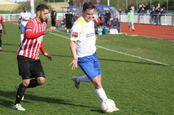 Enfield's Liam Hope (R) and Hornchurch's Danny Woodards