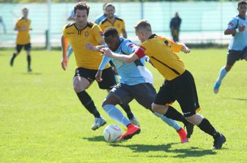 Enfield's Bobby Devyne and East Thurrock's Paul Goodacre (L) and Tom Stephen