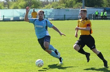 Enfield's Jordan Lockie (L) and East Thurrock's Tom Stephen