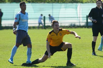 Enfield's Nathan Livings (L) and East Thurrock's Connor Witherspoon
