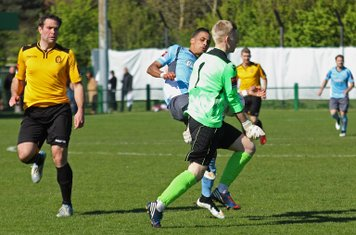 East Thurrock keeper David Hughes comes out of his area to block Corey Whitely's attempted chip