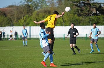 East Thurrock's Paul Goodacre heads clear from Bobby Devyne