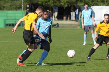 East Thurrock's Lewis Smith (L) and Enfield's Stanley Muguo