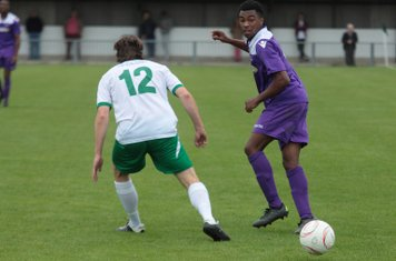 Bognor's Gary Charman (L) and Enfield's Dernell Wynter