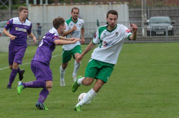 Enfield's Mickey Parcell (L) and Bognor's Daryl Wollers