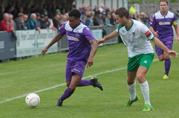 Enfield's Dernell Wynter (L) and Bognor's Daryl Wollers