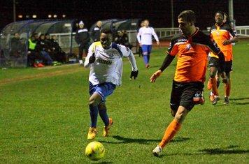 Enfield's Evans Kouassi (L) and Wingate's Ahmet Rifat