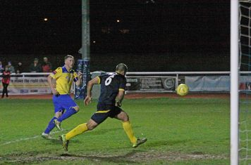 Mark Kirby (yellow) scores the winning goal
