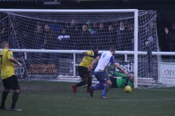 Enfield's Brad Wadkins (9) and Kingstonian's Andrew Musungu battle for the rebound after Rob Tolfrey's initial save