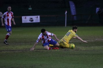 Dorking's Anthony Oakes and Enfield's Jack Hockney (R)