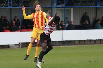 Enfield's Sam Youngs (L) and Kingstonian's Ismail Yakubu