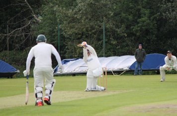 Chris Lowndes drives over extra cover.
