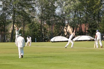 23 for 2 - Fids Hussain is trapped LBW by Michael Brown.