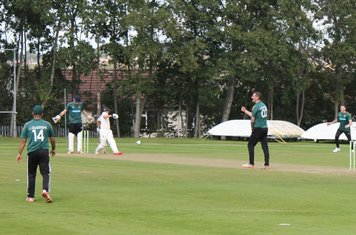 Moddershall 5th wicket (111 for 5) - Jack Knapper is bowled by Steve Smith.