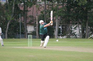 Gareth Abbotts hits into the Legside.
