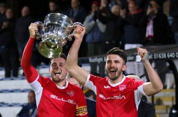Jamie Alsop & Ash Walter raise aloft the cup