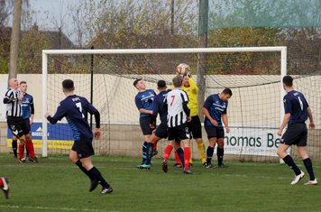 Gavin Saxby catching the ball.