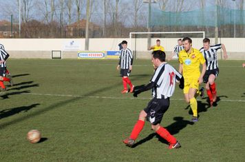 Jonny Nicholls passing forwards.