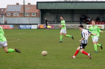 Joe Moloney passing forwards.