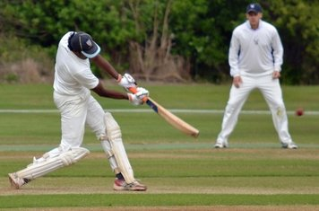 Harsha hits a six which bounces in to the Gardens