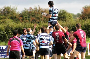 James Bleakley  takes the lineout
