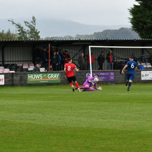 Top two in stalemate at Y Traeth