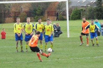 United defend a free kick