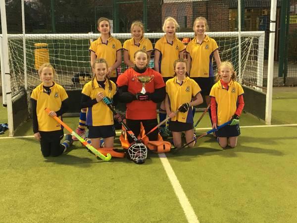 U12 Girls In2Hockey team 2017