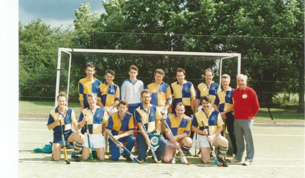 THE DARROWBY VETS TOURING TEAM – CHELMSFORD 199?Back row: Pete Rushmere, James Algar?, Jeff Lewis, ?, Mike Surtees, Jim Downes, Billy Lorimer, Basil Young.Front: Brian Fricker, Arthur Gyte, Mike Fox, Mike Rushmere, Andy Wilkinson, Richard Skippings