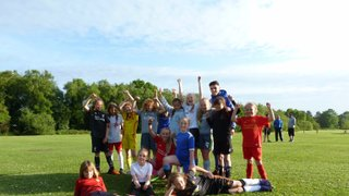U10/11s enjoy training yesterday with Tyler from Chelsea FC