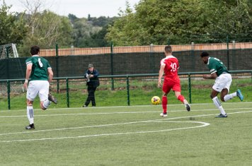 Anthony O'Connor races into the area...