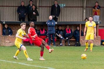 Frank Keita lays the ball off
