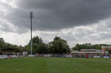 Very strong wind, clouds, and some rain and sunshine for the teams to contend with