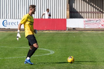 Kleton Perntreou plays well in the Carshalton goal