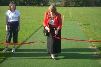 Deputy Mayoress Cuts the Ribbon