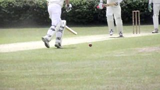 Hitchy eases a single down the ground